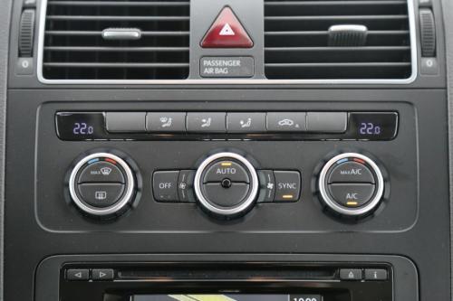 VOLKSWAGEN Touran HIGHLINE BMT 2.0 TDI + A/T + GPS + AIRCO + CRUISE  + TREKHAAK + 7 PL.