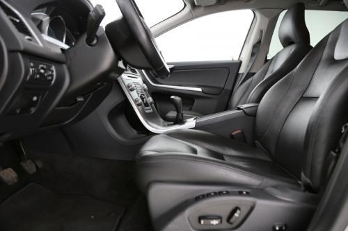 VOLVO XC60 SUMMUM 2.0D3 + GPS + LEDER + PANO DAK + CRUISE + PDC + CAMERA + ALU18