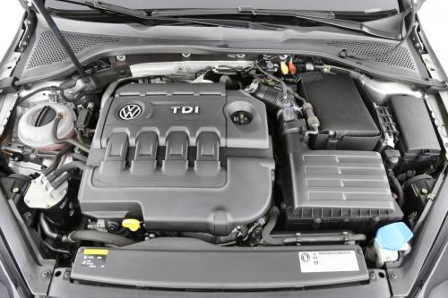 VOLKSWAGEN Golf VII Trendline  1.6 TDI + GPS + AIRCO + CRUISE + PDC
