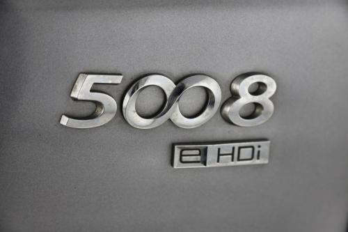 PEUGEOT 5008 Allure 1.6e-HDI STT + A/T + GPS + LEDER + CRUISE + PDC + CAMERA + ALU 16 + PANO DAK + XENON