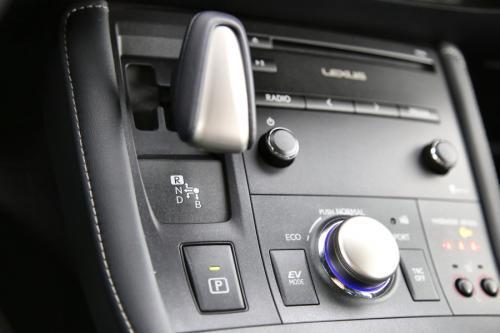 LEXUS CT 200h F-Sport Line 1.8i Hybride + A/T + GPS + AIRCO + CRUISE + PDC + CAMERA + ALU 17 + XENON