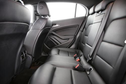 MERCEDES-BENZ GLA 200 Style i 7G-DCT + GPS + LEDER + AIRCO + CRUISE + PDC + CAMERA + ALU 17
