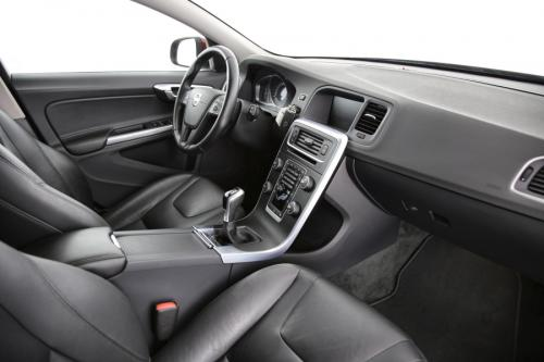 VOLVO V60 Kinetic 2.0D2 + GPS + LEDER + AIRCO + CRUISE + PDC + ALU 16