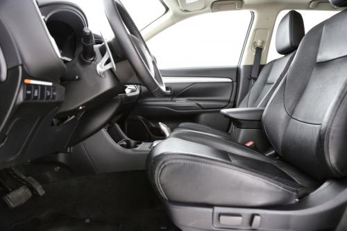 MITSUBISHI Outlander PHEV Instyle 2.0i Safety 4WD CVT + GPS + LEDER + CRUISE + PDC + CAMERA + ALU 18 + TREKHAAK