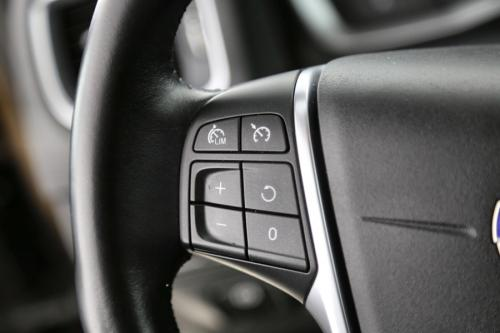 VOLVO V60 Cross Country Momentum 2.0D3 + GPS + LEDER + AIRCO + CRUISE + PDC + ALU 17 + TREKHAAK