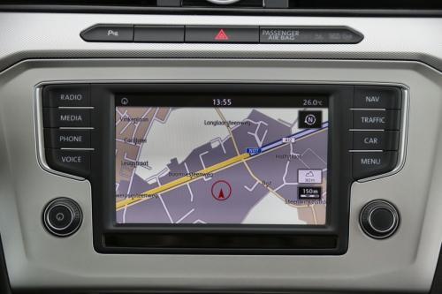 VOLKSWAGEN Passat Variant Comfortline 1.6 TDi DSG + GPS + CAMERA + PDC + CRUISE + ALU16