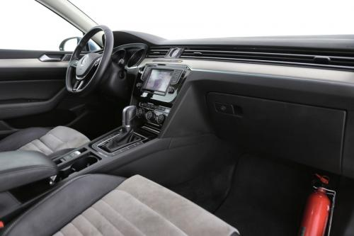 VOLKSWAGEN Passat Variant HighLine 1.6 TDI DSG BlueMotion + GPS + CAMERA + PDC + PANO DAK +TREKHAAK + CRUISE + ALU 17