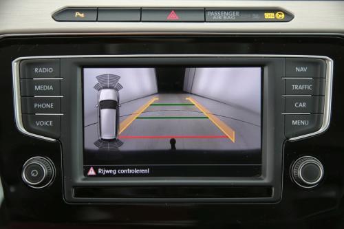 VOLKSWAGEN Passat Variant HighLine 2.0 TDI + GPS + PDC + CAMERA + TREKHAAK + CRUISE + AIRCO + ALU 17