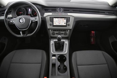 VOLKSWAGEN Passat Variant TrendLine BlueMotion 1.6 TDI + GPS + CAMERA + PDC + CRUISE + AIRCO + ALU 16