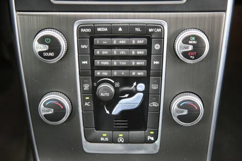 VOLVO V60  2.0 D2 MOMENTUM + GPS + PDC + CRUISE + AIRCO + ALU 17