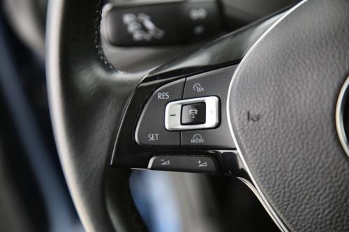 VOLKSWAGEN Golf VII 1.6 TDI DSG TRENDLINE + GPS + PDC + CRUISE + AIRCO