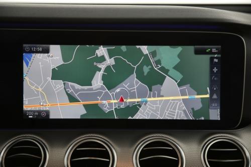 MERCEDES-BENZ E 220 AVANTGARDE LAUNCH EDITION DA 9G-Tronic + GPS + LEDER + CAMERA + PDC + CRUISE + ALU 17