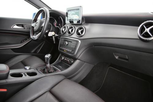 MERCEDES-BENZ GLA 180 AMG-LINE D + GPS + LEDER + CAMERA + PANO DAK + PDC + CRUISE + AIRCO + ALU