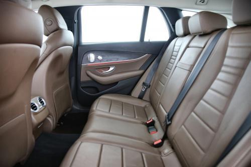 MERCEDES-BENZ E 220 BREAK EXCLUSIVE DA 9G-TRONIC + GPS + LEDER + CAMERA + PDC + CRUISE + TREKHAAK + ALU