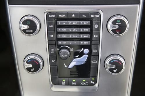 VOLVO V60  SUMMUM 2.0 D3 + GPS + LEDER + PDC + CRUISE + AIRCO + ALU 17