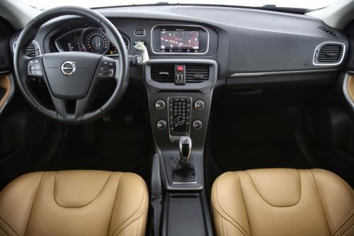 VOLVO V40  KINETIC 2.0 D2 + GPS + LEDER + PDC + CRUISE  + ALU 16