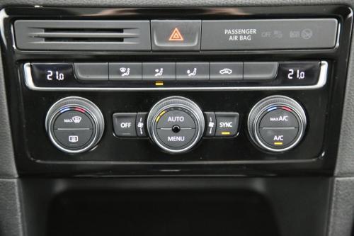 VOLKSWAGEN Golf Sportsvan HIGHLINE 1.6 TDI DSG + GPS + CAMERA + PDC + CRUISE + AIRCO + ALU 16