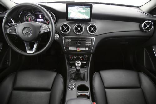 MERCEDES-BENZ GLA 180 STYLE D + GPS + LEDER + CAMERA + PDC + CRUISE + ALU 17