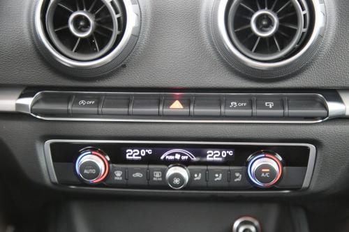 AUDI A3  SPORTBACK ULTRA ATTRACTION 1.6 TDI + GPS + PDC + CRUISE + ALU 16 + TREKHAAK