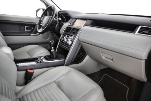 LAND ROVER Discovery Sport HSE LUXURY 2.0 TD4 4WD + GPS + LEDER + CAMERA + PDC + PANO DAK + CRUISE + ALU 18 + XENON + TREKHAAK
