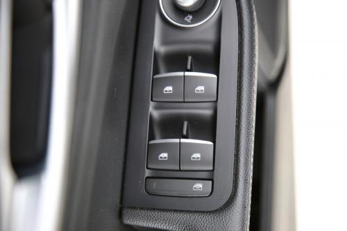 ALFA ROMEO Giulia SUPER 2.2JTDm  + A/T + GPS + PDC + CRUISE + ALU 17 + TREKHAAK