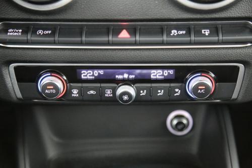 AUDI A3 SPORTBACK AMBITION 1.6 TDI + GPS + PDC + CRUISE + ALU 17 + TREKHAAK + XENON